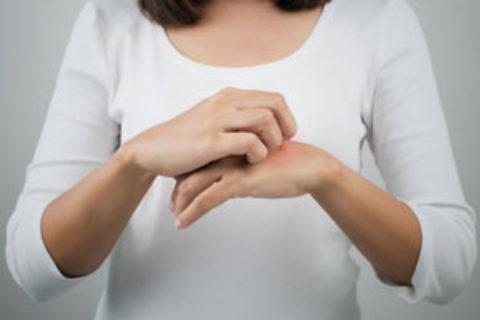Κνησμός και Ορμονικές αλλαγές: Μπορεί η εμμηνόπαυση να προκαλεί «φαγούρα»;