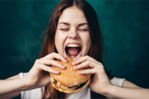 Μπορεί το fast food να καθυστερεί το στόχο σας να γίνετε μητέρα;