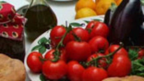 Εμμηνόπαυση: Πιο ήπια τα συμπτώματα με μεσογειακή διατροφή